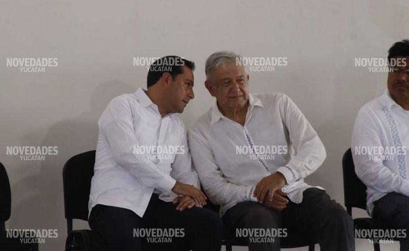 López Obrador sostuvo una reunión con las comunidades yucatecas, esta mañana. (Fotos de José Acosta/Novedades Yucatán)