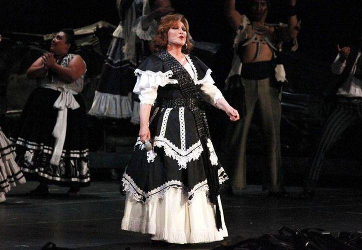 La cinta de Julio Bekhor regresa a Angélica María al mundo del cine nacional, luego de varios años dedicada a telenovelas, teatro y música. (Notimex)