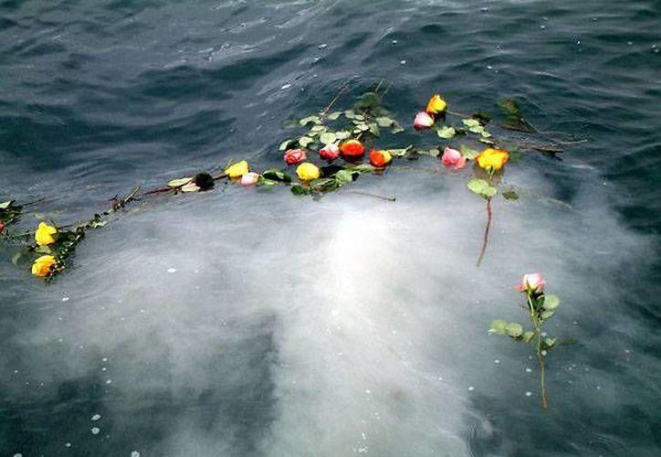 El hombre y su hijo fueron arrastrados por una ola. (wordpress.com)