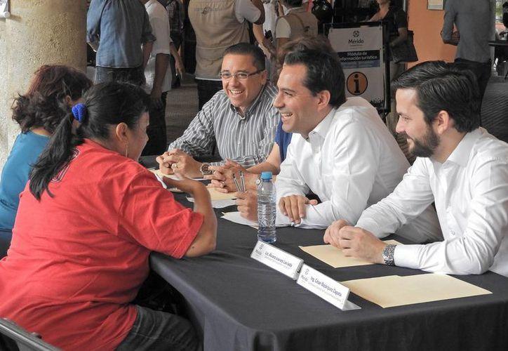 El Cabildo aprobó por unanimidad, a propuesta del alcalde Mauricio Vila (al centro de la foto), la celebración de un convenio que busca impulsar una agenda común de Mejora Regulatoria para la generación de normas claras, trámites y servicios simplificados. (Milenio Novedades)