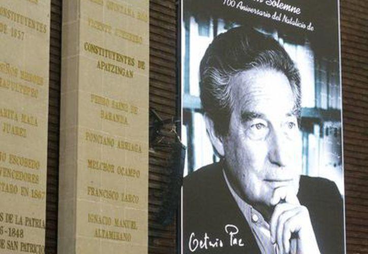 Fotografía del poeta mexicano en la Cámara de Diputados durante la sesión solemne por los 100 años del natalicio de Octavio Paz. (Notimex)