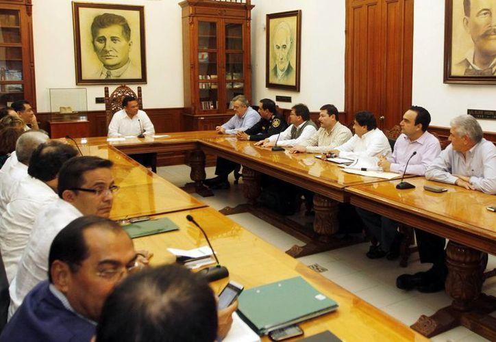 Titulares de las distintas carteras del Gobierno estatal se reunieron con Rolando Zapata Bello. (Milenio Novedades)