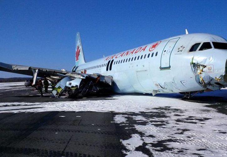 No se reportan pasajeros muertos por el percance registrado en el aeropuerto de Halifax, en Canadá. (AP)