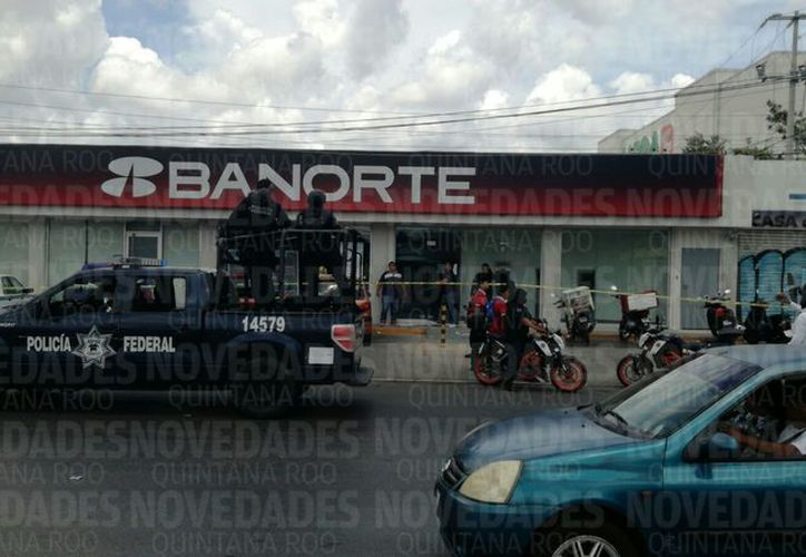 Sujetos armados entraron a una sucursal bancaria. (Eric Galindo/ SIPSE)