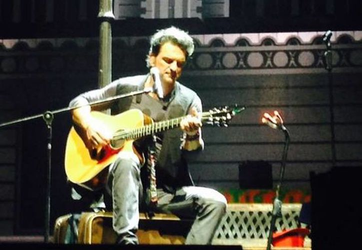 Ricardo Arjona interpretó en Mérida temas muy conocidos como 'Historias de taxi' y 'Señora de las cuatro décadas', y nuevos temas como 'Acompáñame a estar solo',  'Invertebrado' y 'Viaje'. (Milenio Novedades)