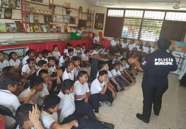 """Dan pláticas y realizan actividades con el programa """"Escuela Segura"""". (Cortesía)"""