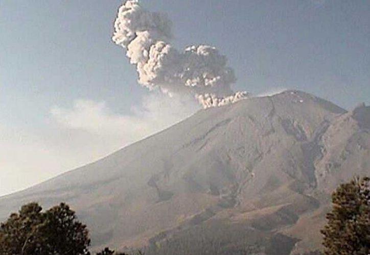 La Coordinación General de Protección Civil de Puebla urgieron a la población a respetar el radio de seguridad de 12 kilómetros en el volcán. (Cenapred)