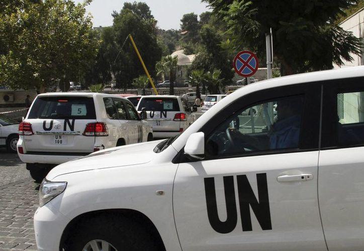 Un convoy con inspectores de la ONU abandona el hotel Four Seasons de Damasco, durante su misión de búsqueda de armas químicas en Siria. (Archivo/EFE)