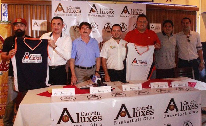 El equipo Aluxes de Cancún fue presentado de forma oficial durante una conferencia. (Raúl Caballero/SIPSE)