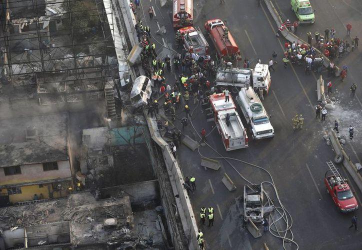 Vista panorámica de la tragedia que hasta el último recuento había cobrado 22 vidas. (Agencias)