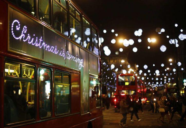Vista de las luces de Navidad en Oxford street en Londres, Reino Unido. (Archivo/EFE)
