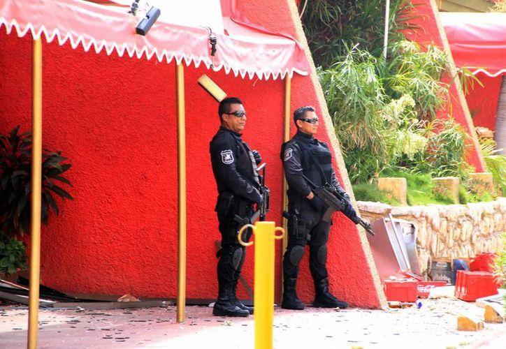 La vigilancia se mantiene en el restaurante La Nao de China. (José Acosta/SIPSE)