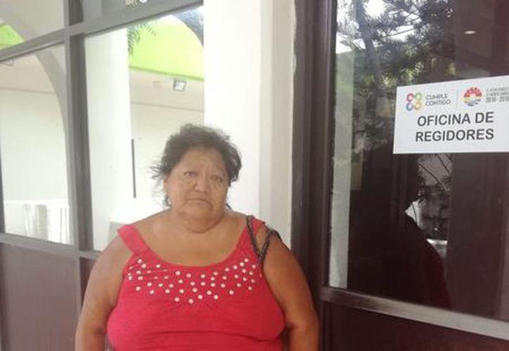 María del Socorro Basto Pech, vive en la Región 227, se dedica a pepenar basura y luego la vende. (Foto: SIPSE)