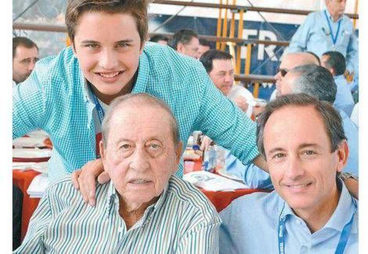 Tres generaciones de tradición lagunera: Eduardo Tricio Gómez, su hijo Eduardo Tricio Haro y el hijo de éste. (Milenio/Foto de archivo)