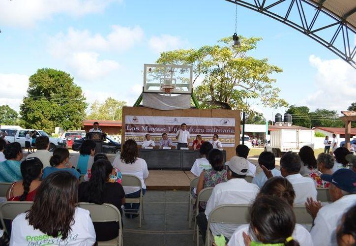 Al evento asistió el líder del Comisariado Ejidal, Gabriel Villalobos, estudiantes, académicos y los habitantes de Chacchobén. (Redacción/SIPSE)