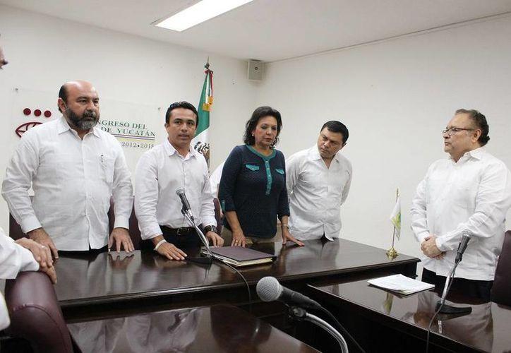 Diputados de la LX Legislatura de Yucatán reciben las iniciativas relacionadas con el Nuevo Sistema de Justicia Penal. (SIPSE)