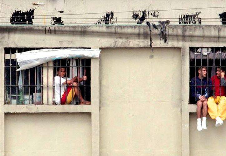 Una fuga masiva de 11 reos en una prisión de Brasil fue captada a través de un video, filmado por uno de los presos del lugar. (Foto: Infobae)