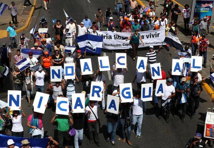Miles de campesinos temen que sus tierras sean expropiadas para el paso del ambicioso proyecto del presidente Daniel Ortega. (EFE)