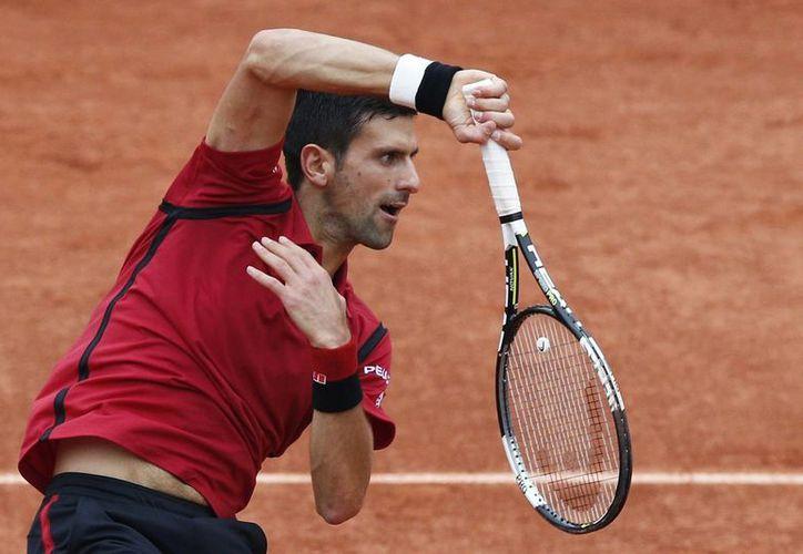 Novak Djokovic, que este año ya ganó el Abierto de Australia en enero y este mes el Abierto de Francia, va por Wimbledon. (AP)