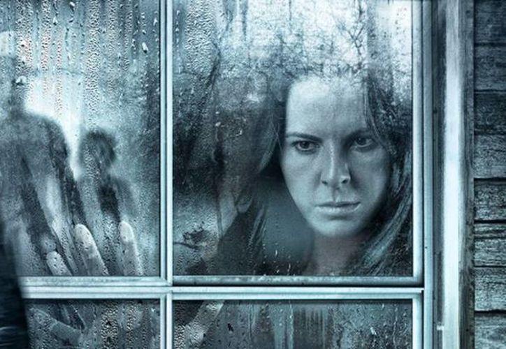 Kate del Castillo interpreta a una mujer que deberá salvar a su esposo y su hijo de espíritus ancestrales. (Milenio)