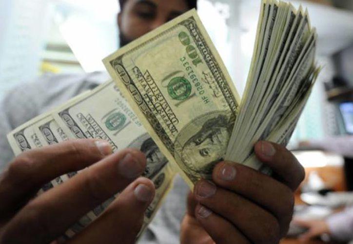 En 2015, México registró 23 mil 684 millones de dólares en remesas y en 2016 fue de  26 mil 970 millones de dólares. (Archivo/AP)