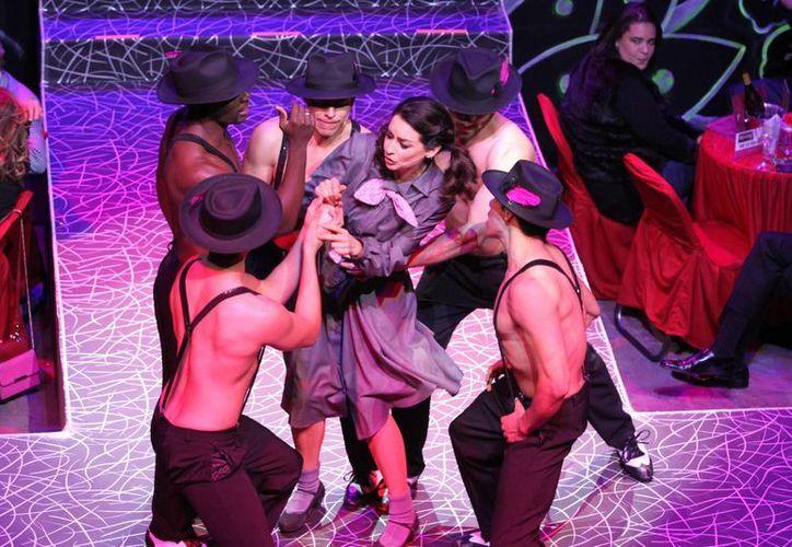 Susana González hizo su debut en la nueva temporada del musical 'Aventurera', que es dirigido por Carmen Salinas.(Notimex)
