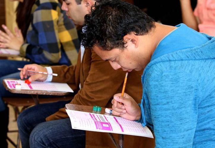 El Acuerdo 286 permite obtener algún grado académico de educación media superior por medio de un examen. (Imagen estrictamente ilustrativa/ SIPSE)