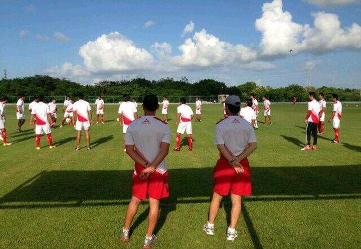 Alrededor de 25 jugadores realizan los trabajos de pretemporada en Cancún. (Cortesía/SIPSE)