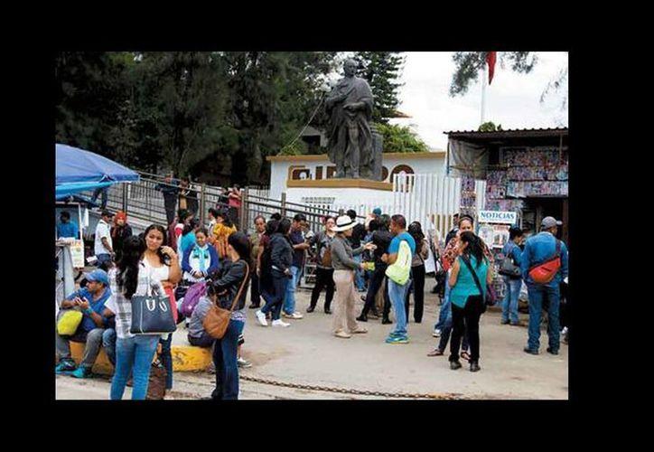 Los integrantes de la disidencia magisterial retornaron a las instalaciones del Ieepo. (Ariana Pérez/Milenio)