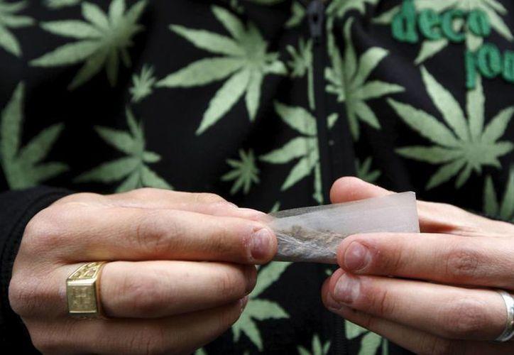 A pesar de la autorización de la marihuana en algunos estados de EU, la ley federal continúa prohibiendo su consumo. (EFE)
