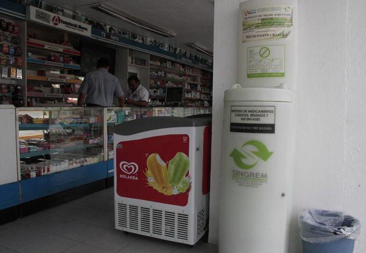 Existen contenedores en hospitales y farmacias para depositar las medicinas caducas. (Tomás Álvarez/SIPSE)