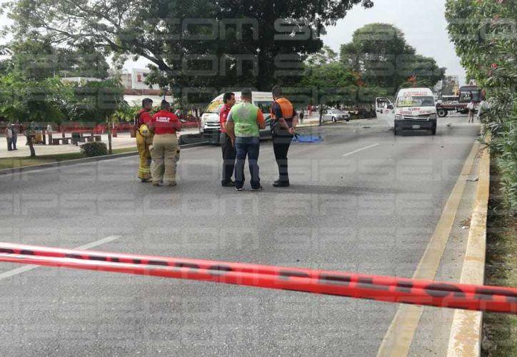 Dos Van de transporte público colisionaron cerca de la conocido glorieta El Ceviche. (Orville Peralta/ SIPSE)