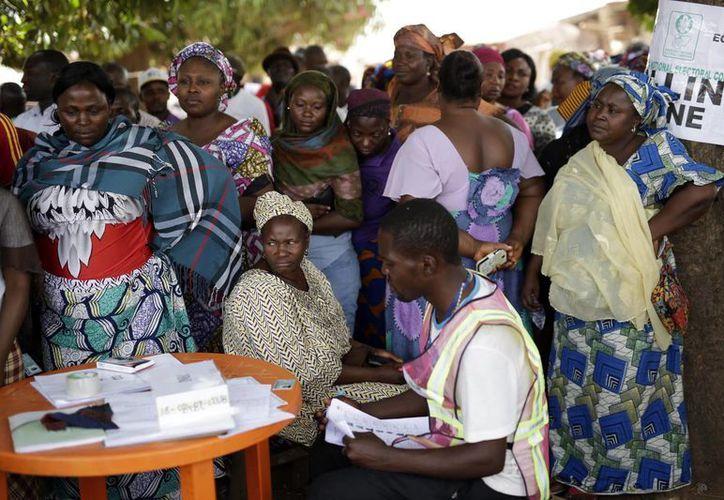 Los centros de votación abrieron tarde en muchos lugares. (Agencias)