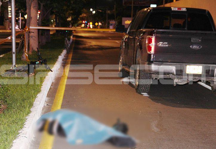 El deportista cayó en el pavimento y ya nunca más volvió a levantarse. (Aldo Pallota/SIPSE)