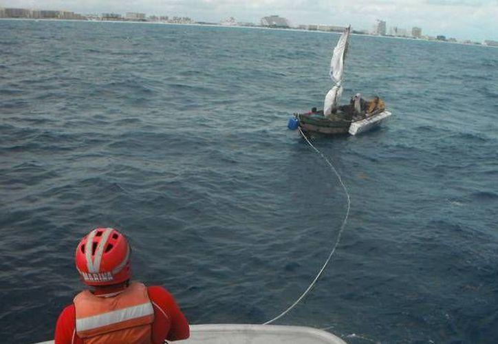 Marinos rescataron a los cubanos. (Redacción/SIPSE)