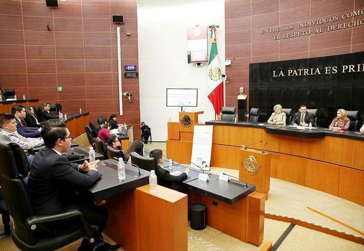 El Gobernador dictó una conferencia magistral en el Salón de la Comisión Permanente del Senado. (Milenio Novedades)