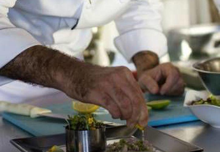 El Chef Michel Mustiere, del restaurante Piaf del hotel Grand Velas Riviera Maya, participa en una muestra gastronómica internacional. (Cortesía)