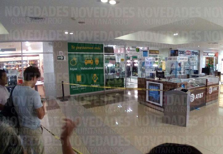 Elementos de la policía municipal y ministerial arribaron al lugar. (Eric Galindo/ SIPSE)
