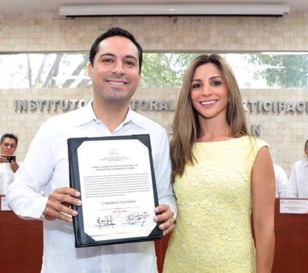 Mauricio Vila Dosal recibe constancia de mayoría