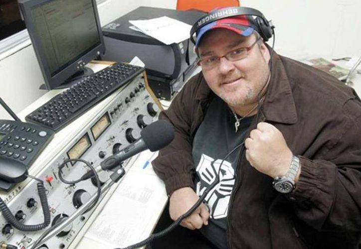 El conductor de radio, 'El Gordo Max', fue involucrado con una red de trata de blancas, que se dedicaba a 'vender' a jovencitas a presentadores de televisión, locutores y empresarios. (noticias.anotao.com)