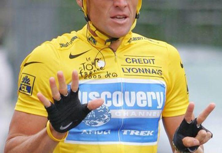Lance Armstrong recibió la Legión de Honor en 2005, último año en que ganó el Tour de Francia. (Foto: AP)