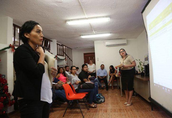 Los profesores impartirán las materias de matemáticas, español, formación cívica y ética, entre otras. (Joel Zamora/SIPSE)