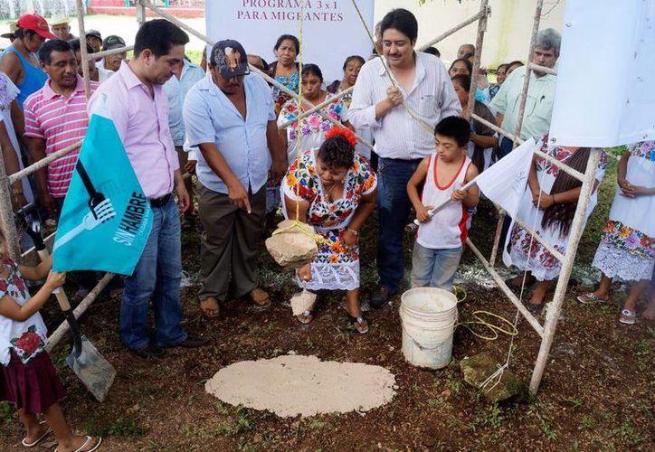 Colocación de la primera piedra del mercado de Kimbilá. (SIPSE)
