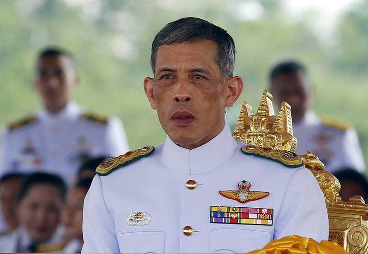 Bhumibol Adulyadej asumió el trono tras la muerte de su padre, quien lo ocupó en los últimos setenta años. (ibtimes.co.uk)