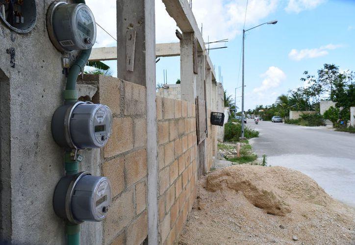 En las etapas 2 y 3 de la colonia Félix González algunas personas tienen servicio de energía eléctrica de forma irregular. (Gustavo Villegas).