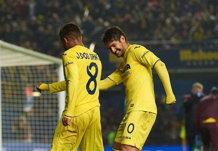 Jonathan dos Santos (8) anotó el primer gol del partido en el que su equipo, el Villarreal, derrotó al Sporting de Gijón, en la Liga de España. (Facebook/onathandosSantosOficial)