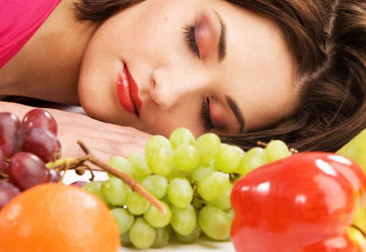 Los expertos recomiendan cenar un par de horas antes de irse a dormir. (Internet)