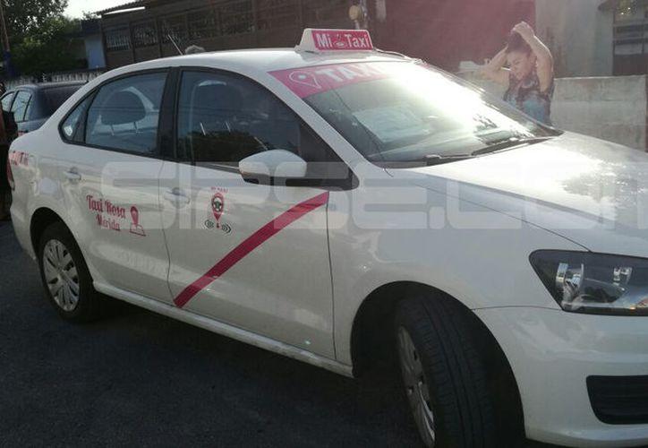 Imagen del primer Taxi Rosa en Mérida. (Jorge Acosta/SIPSE)