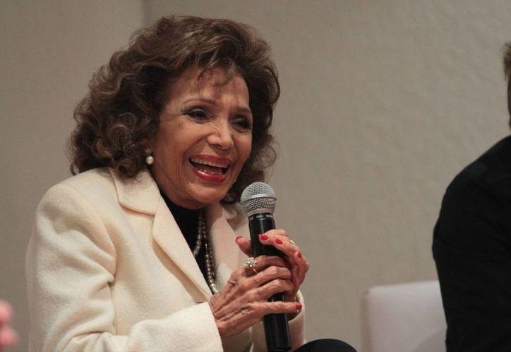 En la presentación del libro, María Victoria recordó desde sus inicios en las carpas hasta su presentación en Bellas Artes, en un homenaje a Agustín Lara. (Notimex)