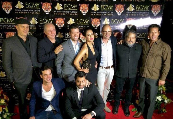 Parte del elenco de 'Xibalbá', película ganadora del Jaguar de Oro en la primera edición del Festival de Cine de Mérida y Yucatán. (jlanoticias.com.mx)